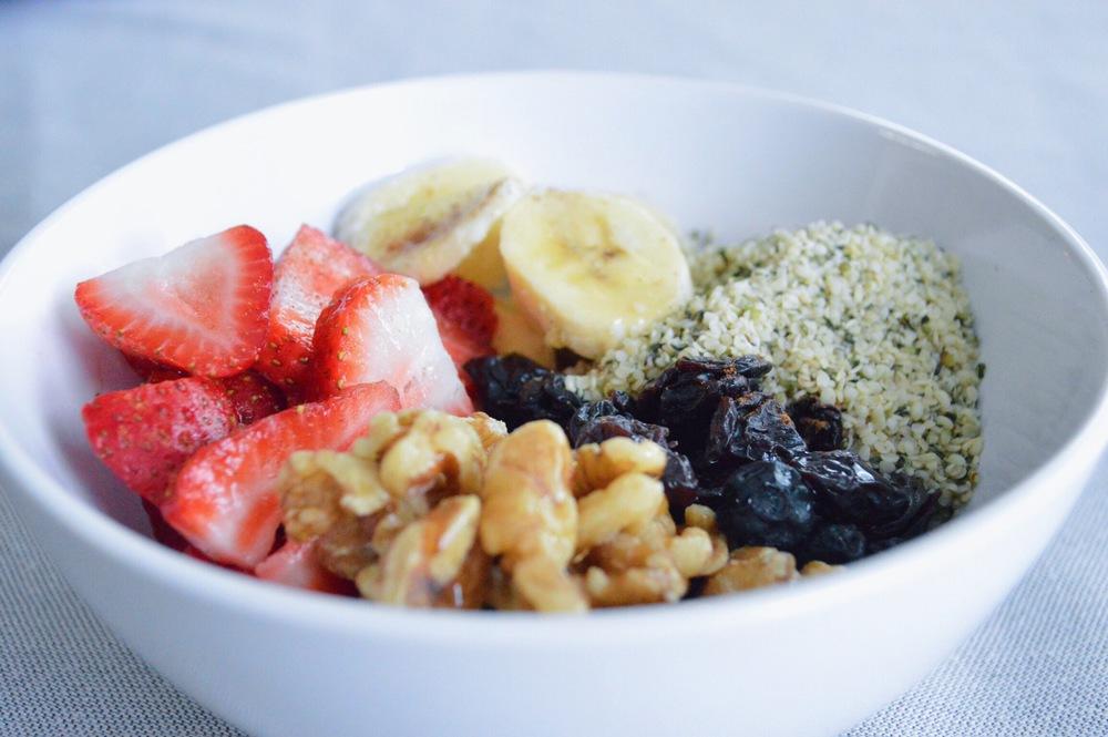 LaurenSchwaiger-Blog-Fruit-Superfood-Breakfast-Bowl.jpg