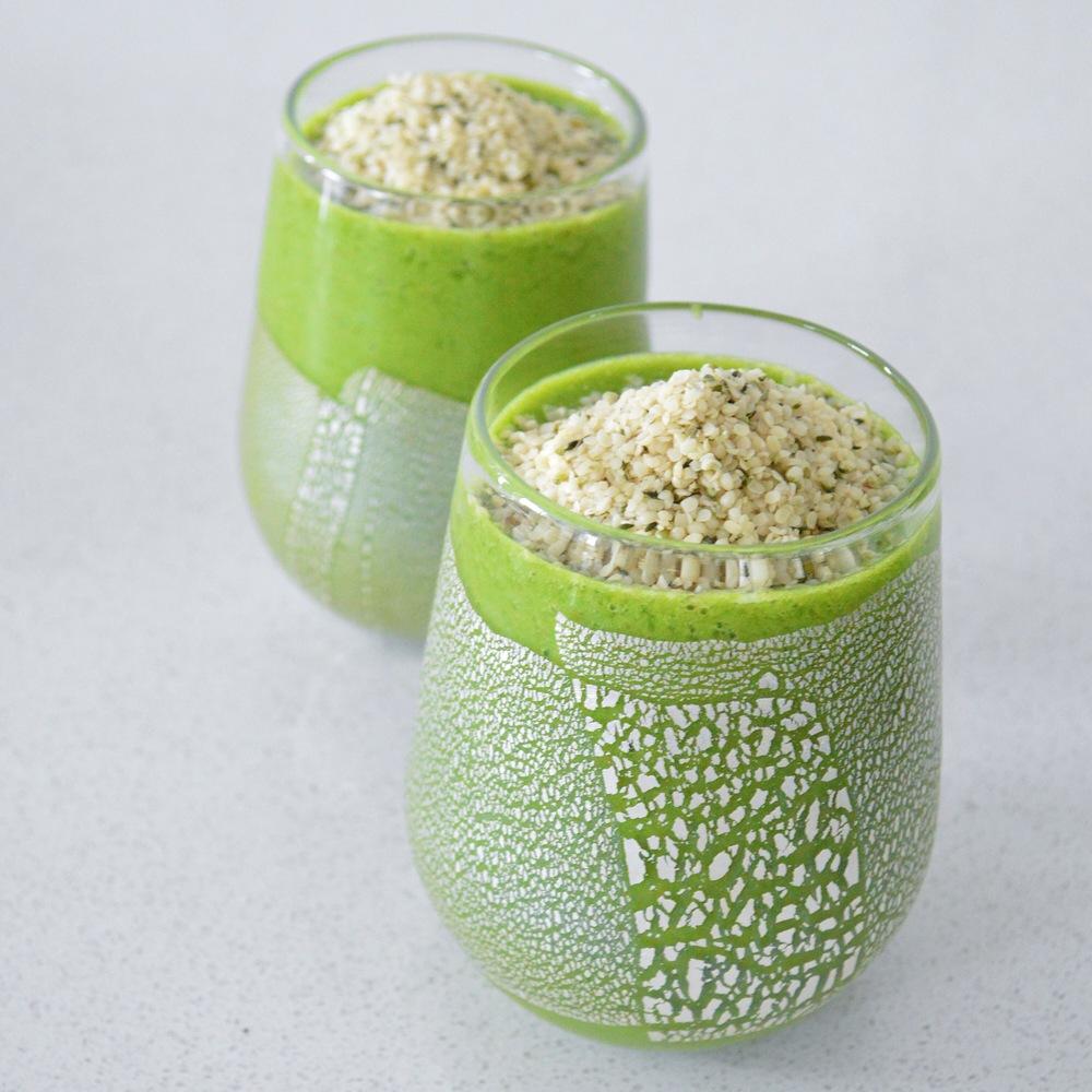 Friday-Green-Smoothie-LaurenSchwaiger-Blog.jpg