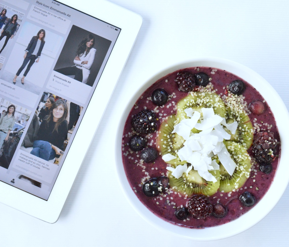 LaurenSchwaiger-Blog-Pinterest-Board-Emmanuelle-Alt-Mixed-Berry-Smoothie-Bowl.jpg