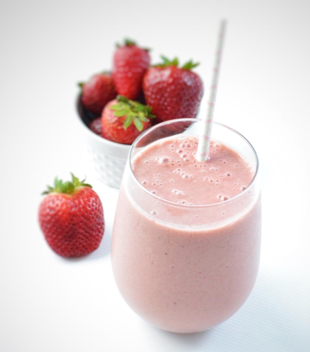 LaurenSchwaiger-Health-Fitness-Blog-Strawberry-Maca-Pre-Workout-Smoothie.jpg