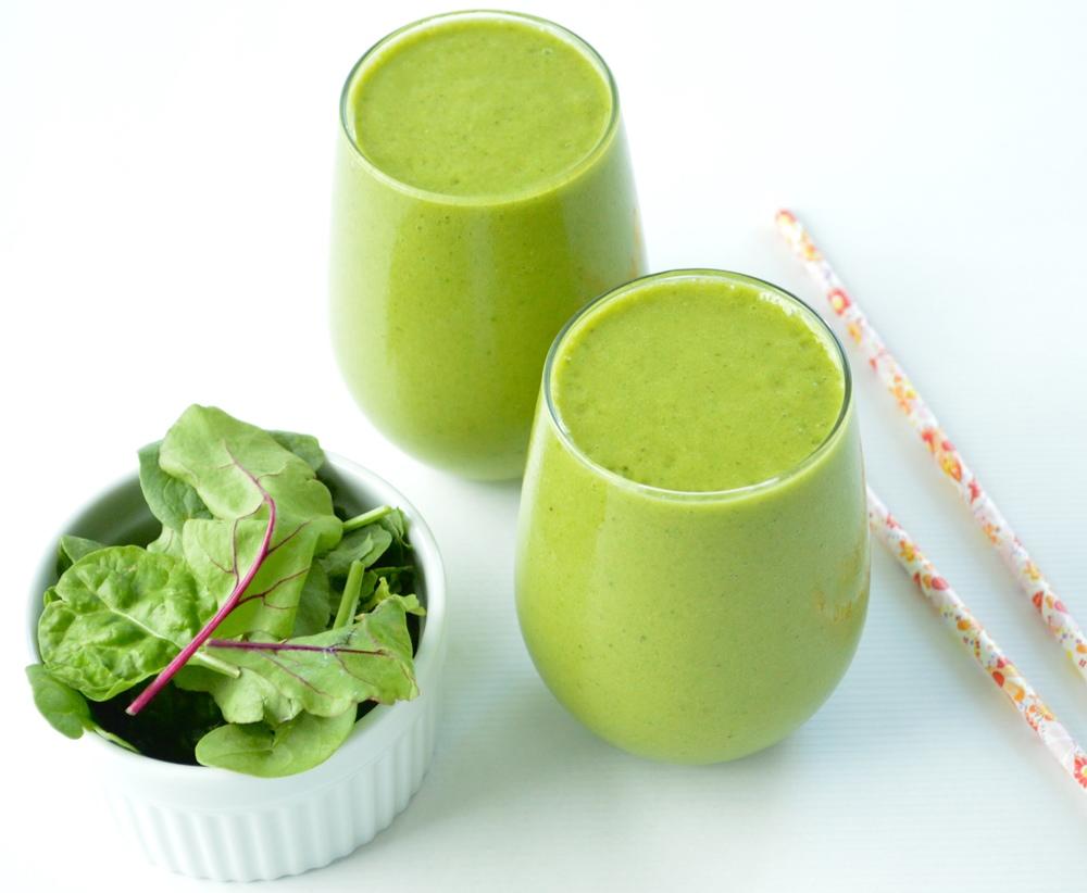 LaurenSchwaiger-Health-Fitness-Blog-Anti-Inflammatory-Power-Green-Smoothie.jpg