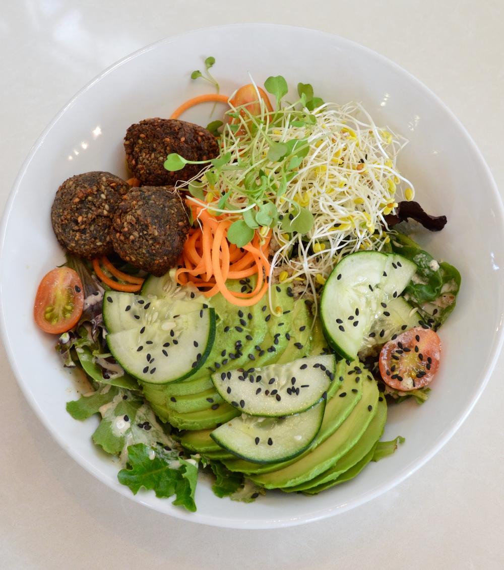 LaurenSchwaiger-Health-Fitness-Blog-CLT-LunasLivingKitchen-Arugala-Salad.jpg