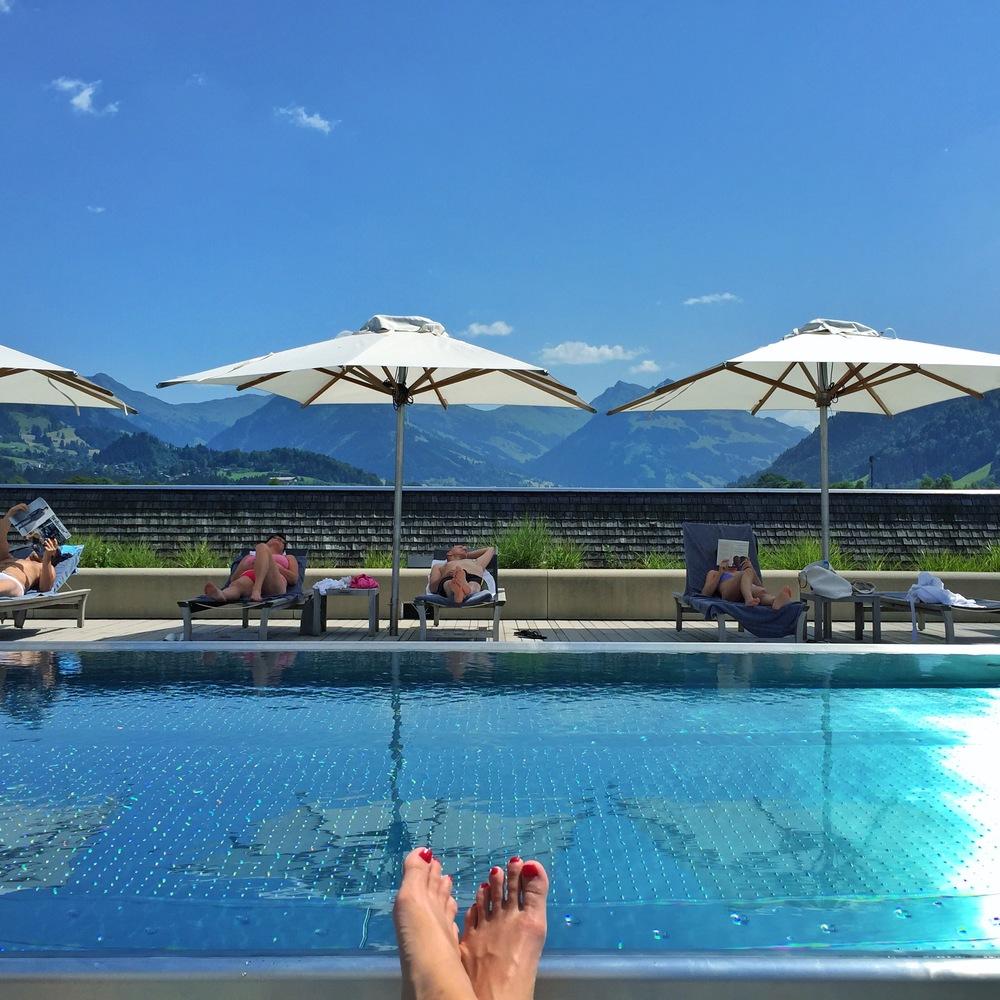 LaurenSchwaiger-Travel-Blog-Austria-Kitzbuhel-Schwarzer-Adler-Rooftop-Pool.jpg