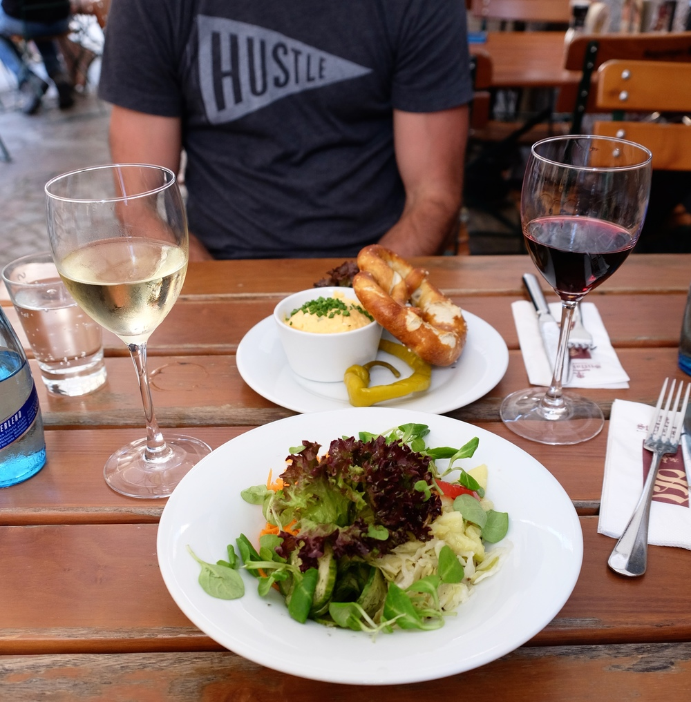 LaurenSchwaiger-Travel-Blog-Austria-Innsbruck-Lunch-Gemischter-Salat.jpg