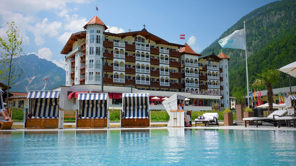 LaurenSchwaiger-Travel-Blog-Austria-Achensee-Strand-Hotel.jpg