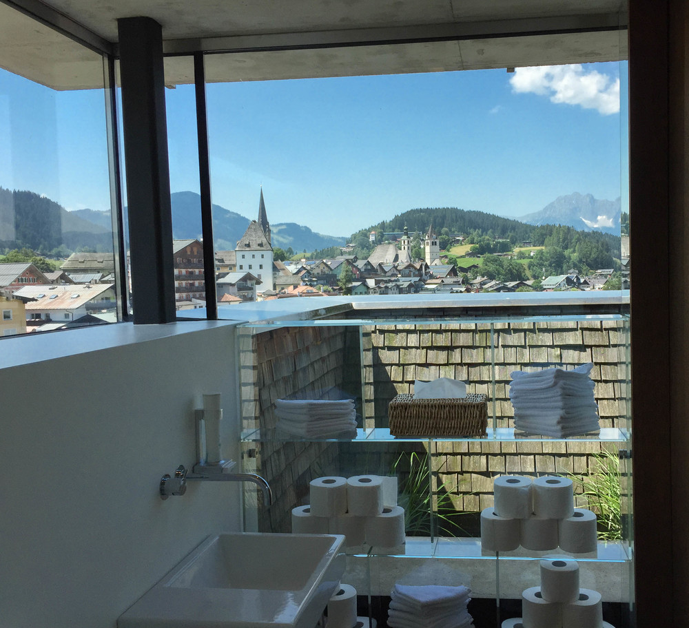 LaurenSchwaiger-Travel-Blog-Schwarzer-Adler-Kitzbuhel-Rooftop-Pool-Bathroom-with-a-view.jpg