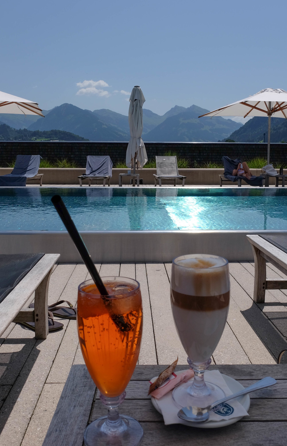 LaurenSchwaiger-Travel-Blog-Schwarzer-Adler-Kitzbuhel-Rooftop-Pool-Cocktails.jpg