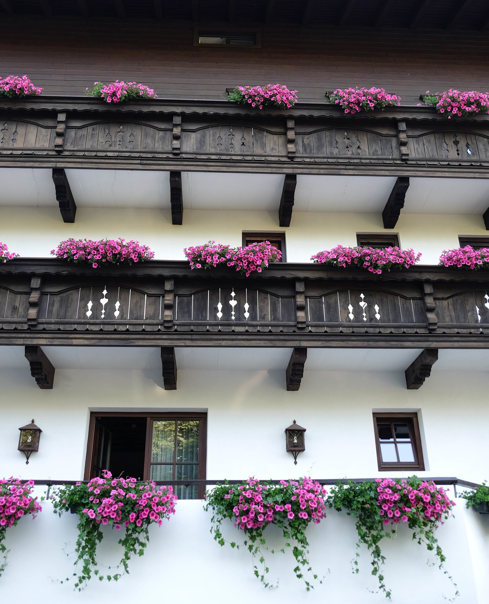 LaurenSchwaiger-Travel-Blog-Austrian-Flower-Balconies.jpg