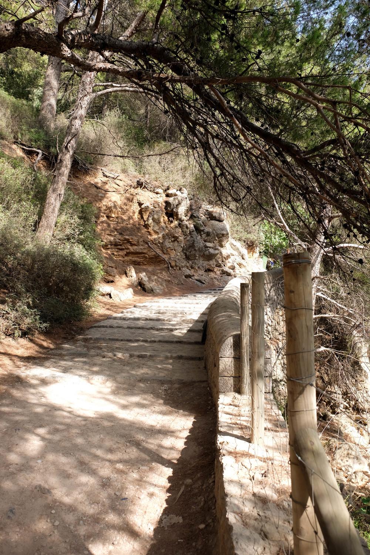 LaurenSchwaiger-Travel-Blog-Mallorca-Spain-Walk-To-Cala-Deia.jpg