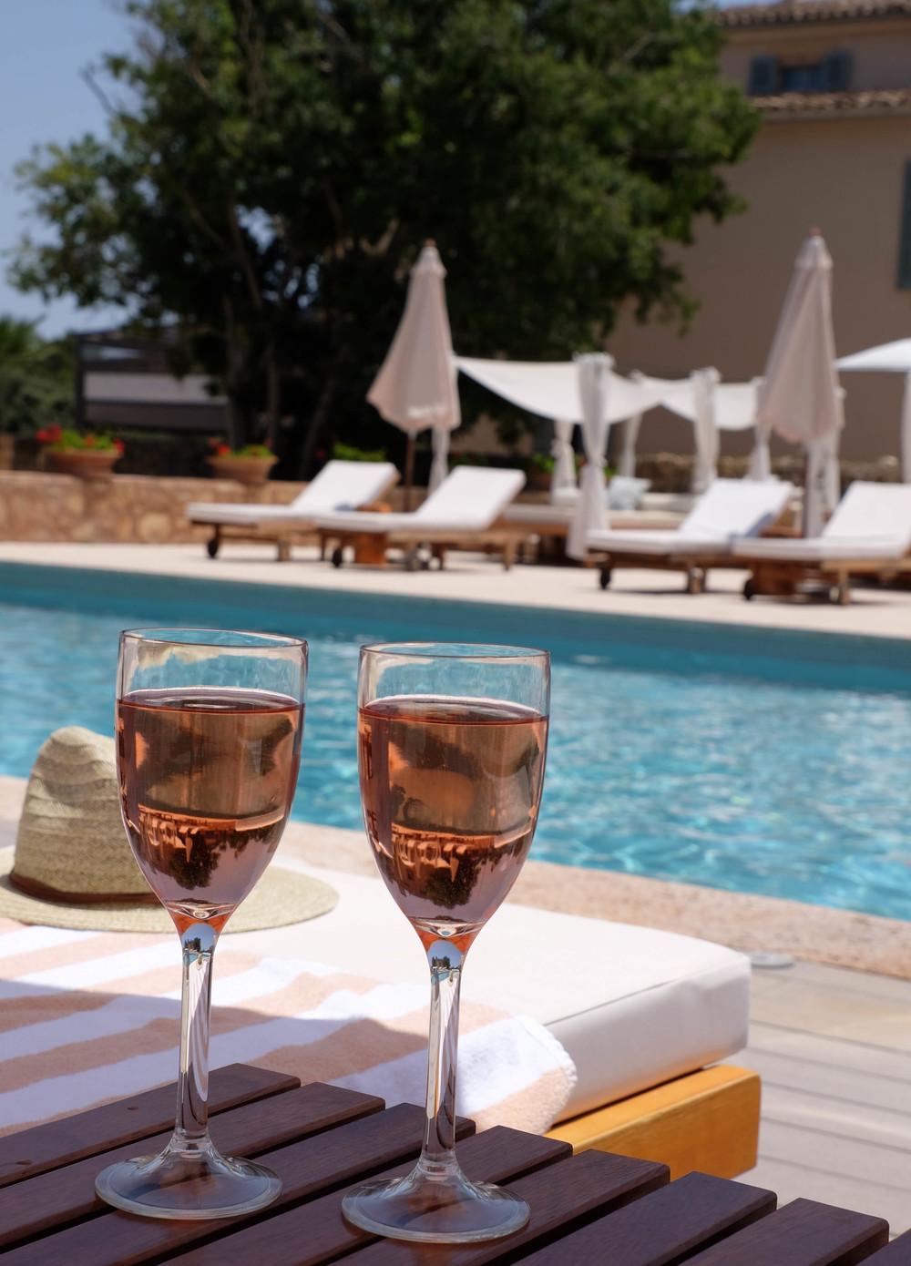 LaurenSchwaiger-Travel-Blog-Mallorca-Spain-Rose-Pool-Hotel-Predi-Son-Jaumell.jpg