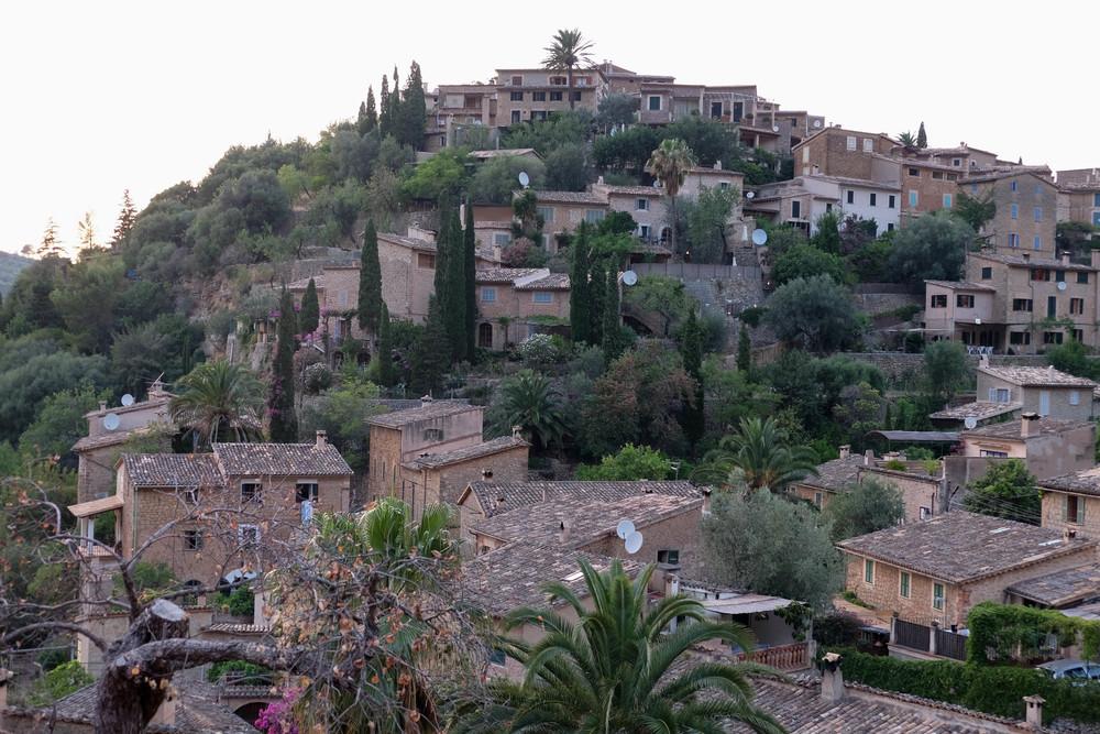 LaurenSchwaiger-Travel-Blog-Deia-Houses.jpg