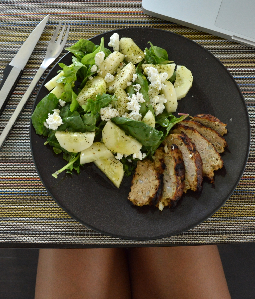 LaurenSchwaiger-Life-Style-Blog-Salad-Turkey-Burger.jpg