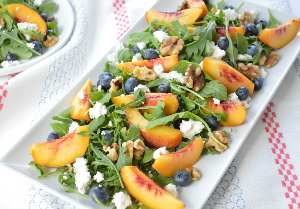 LaurenSchwaiger-Life-Style-Blog-Arugala-Peach-Blueberry-Salad-Walnuts-Goat-Cheese.jpg