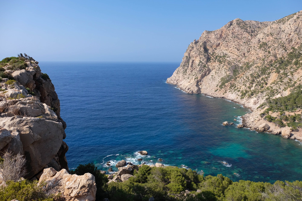 LaurenSchwaiger-Travel-Blog-Mallorca-Spain-Cala-En-Basset.jpg