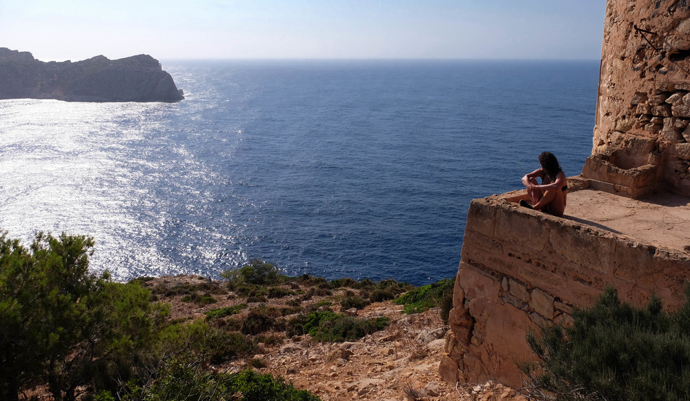 LaurenSchwaiger-Travel-Blog-Mallorca-Spain-Tower-of-Cala-En-Basset.jpg