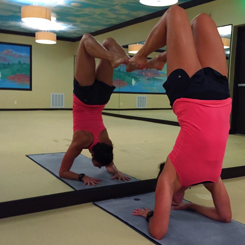 LaurenSchwaiger-Life-Style-Blog-Yoga-Forearm-Balalnce.jpg