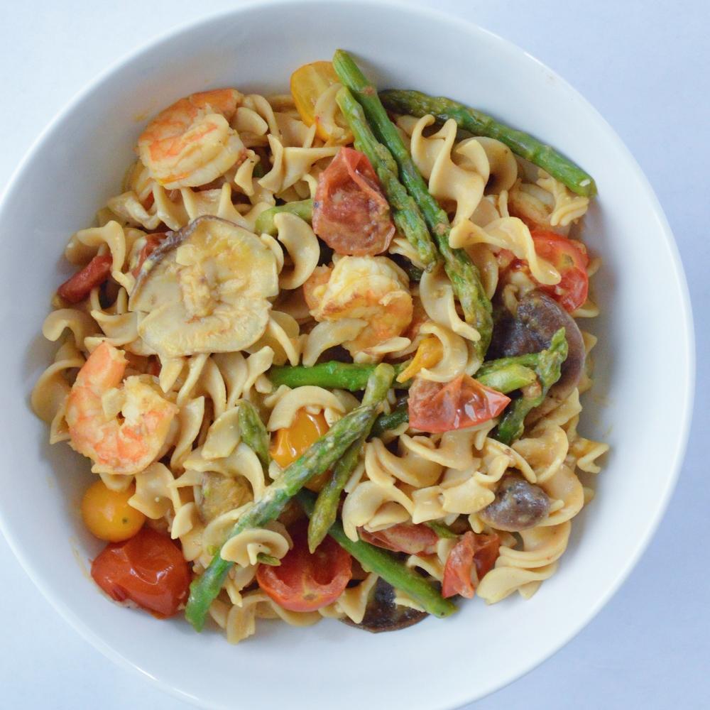 LaurenSchwaiger-Health-Fitness-Blog-Red-Lentil-Fettuccine-Shrimp-Veggies-Gluten-Free-Pasta.jpg