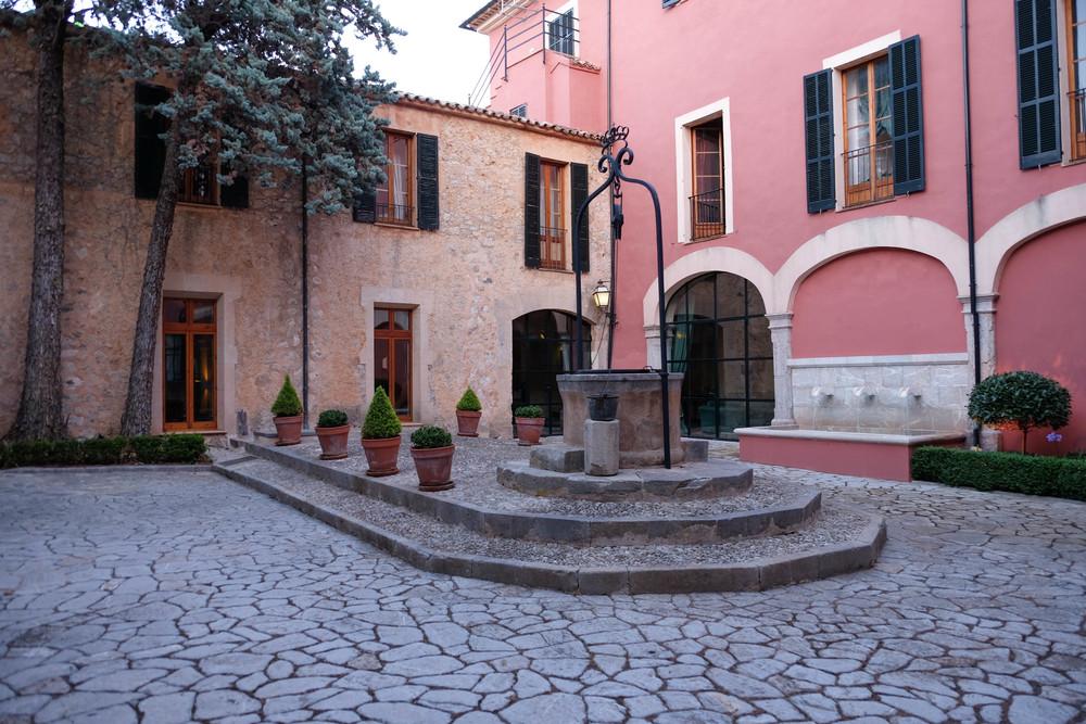 LaurenSchwaiger-Travel-Blog-Gran-Hote-Son-Net-Courtyard.jpg