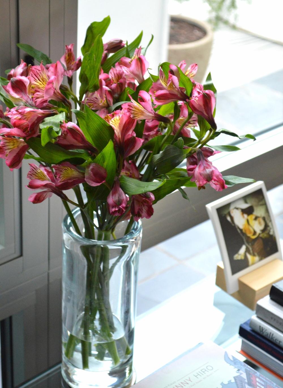 LaurenSchwaiger-Life-Style-Blog-Flowers-around-the-house.jpg