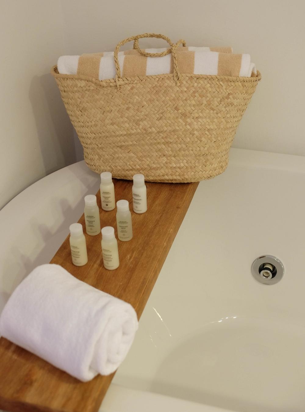 LaurenSchwaiger-Life-Style-Travel-Blog-Predi-Son-Jaumell-Bathroom.jpg