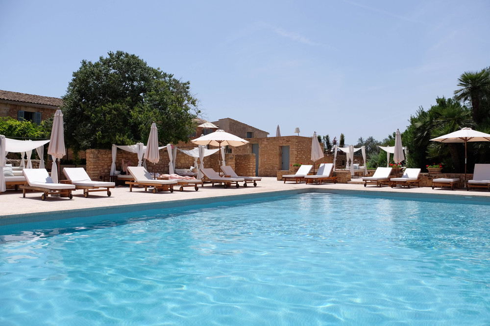 LaurenSchwaiger-Life-Style-Travel-Blog-Mallorca-Predi-Son-Jaumell-Pool.jpg