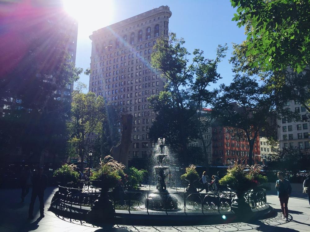 LaurenSchwaiger-Life-Style-Travel-Blog-NYC-Flatiron-Building.jpg