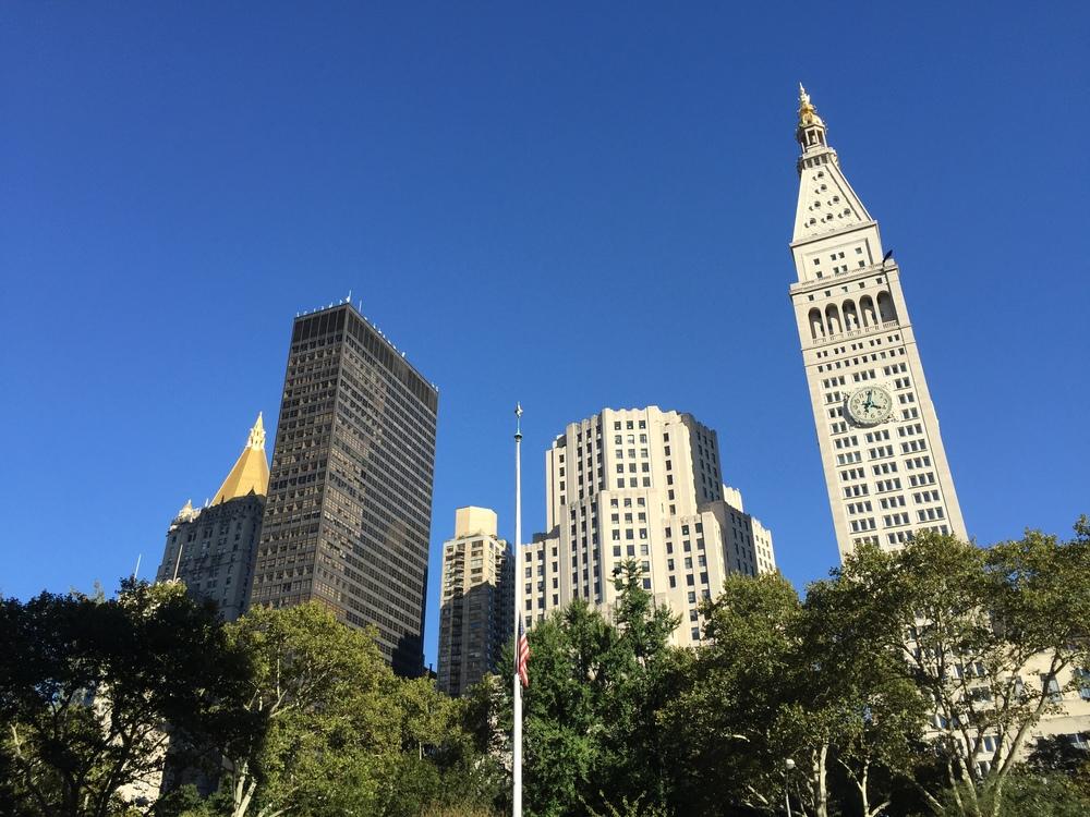 LaurenSchwaiger-Life-Style-Travel-Blog-NYC-Golden-Roof-Buildings.jpg