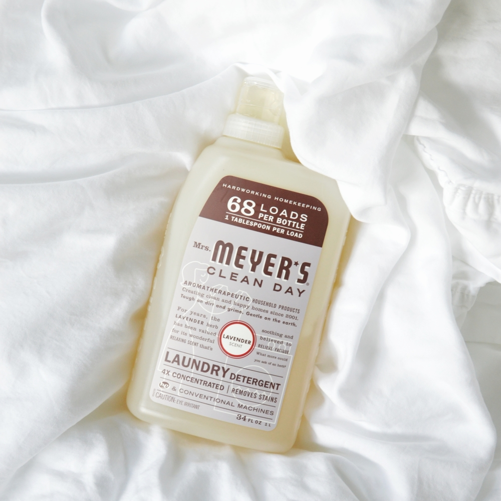 LaurenSchwaiger-Healthy-Life-Style-Blog-Meyers-Lavender-Laundry-Detergent.jpg