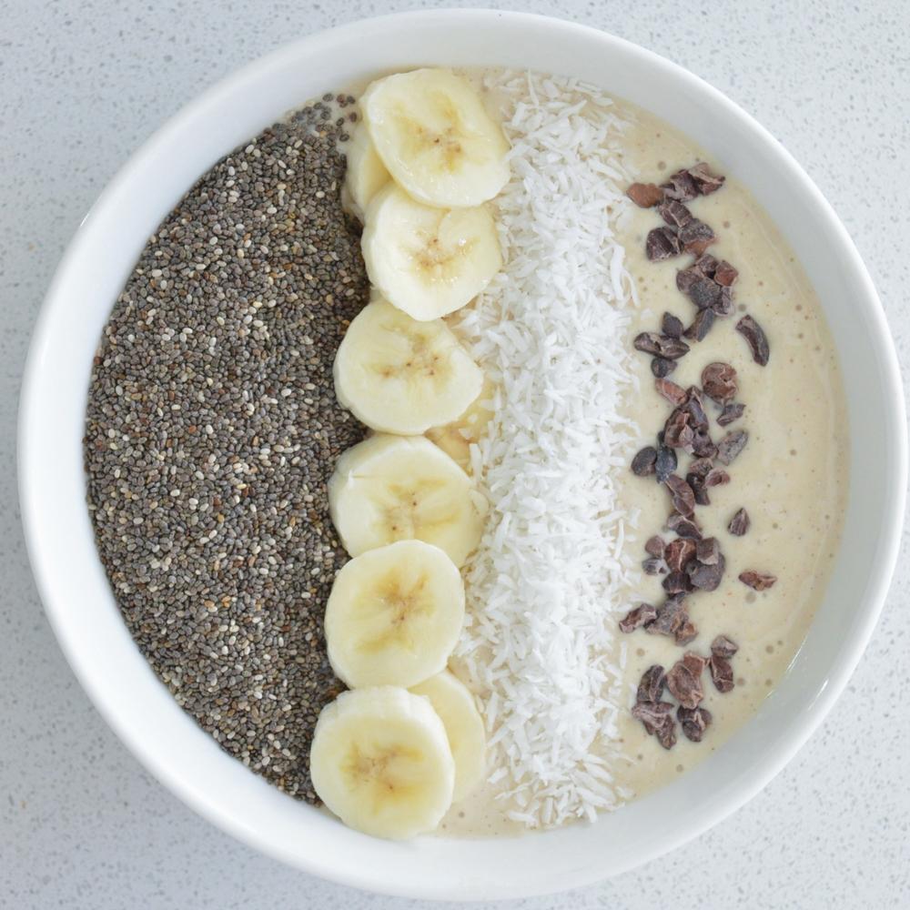 LaurenSchwaiger-Healthy-Life-Style-Blog-Creamy-Vanilla-Banana-Smoothie-Bowl.jpg