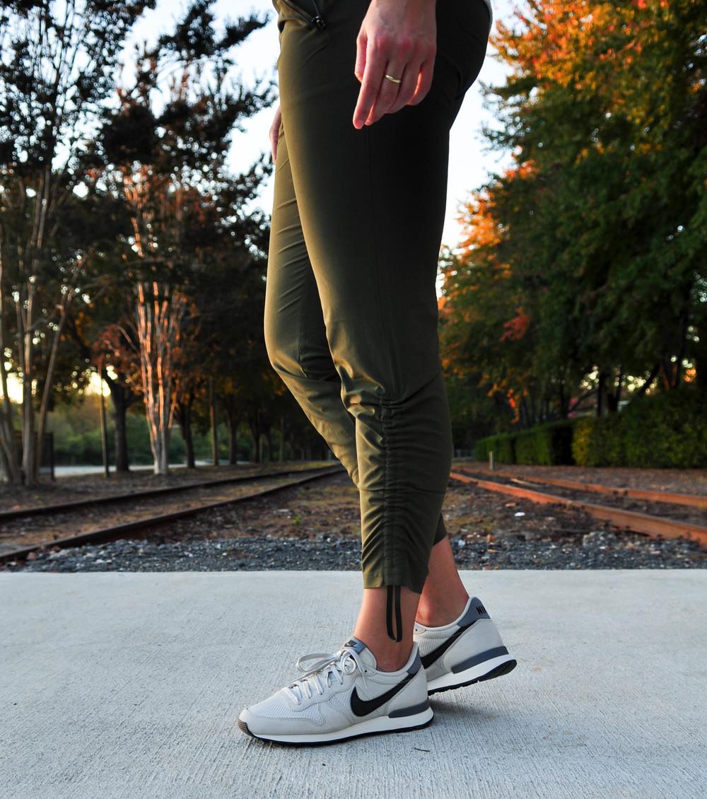 LaurenSchwaiger-Active-Life-Style-Blog-Athleta-Aspire-Ankle-Pant.jpg