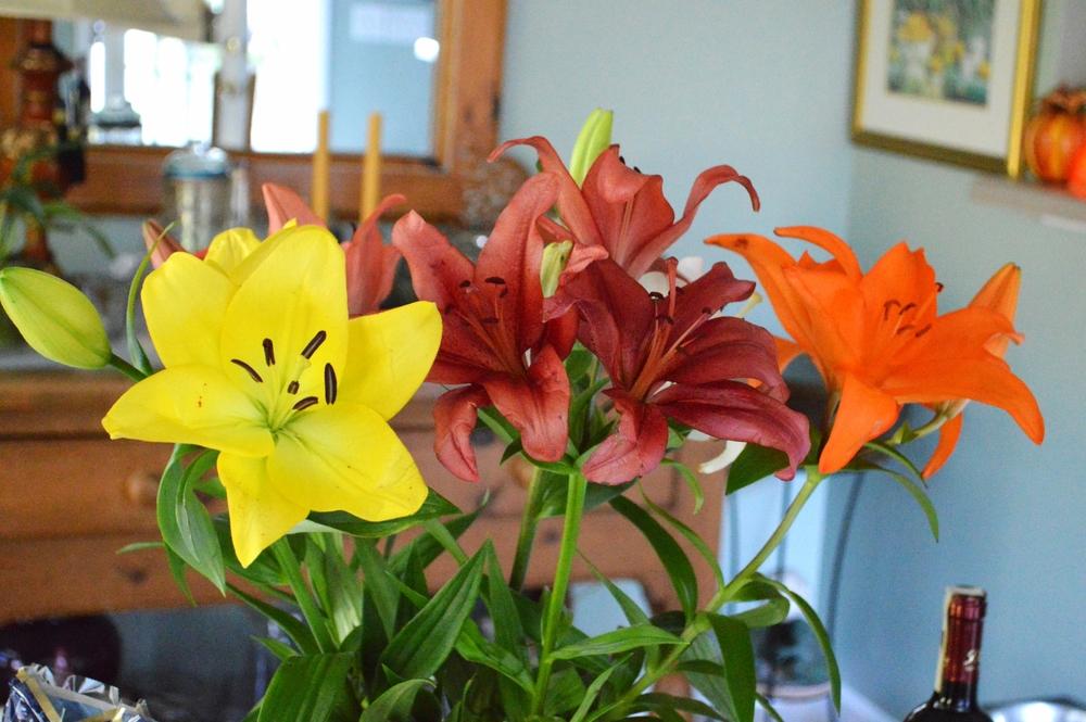 LaurenSchwaiger-Life-Style-Blog-Thanksgiving-Lillies.jpg