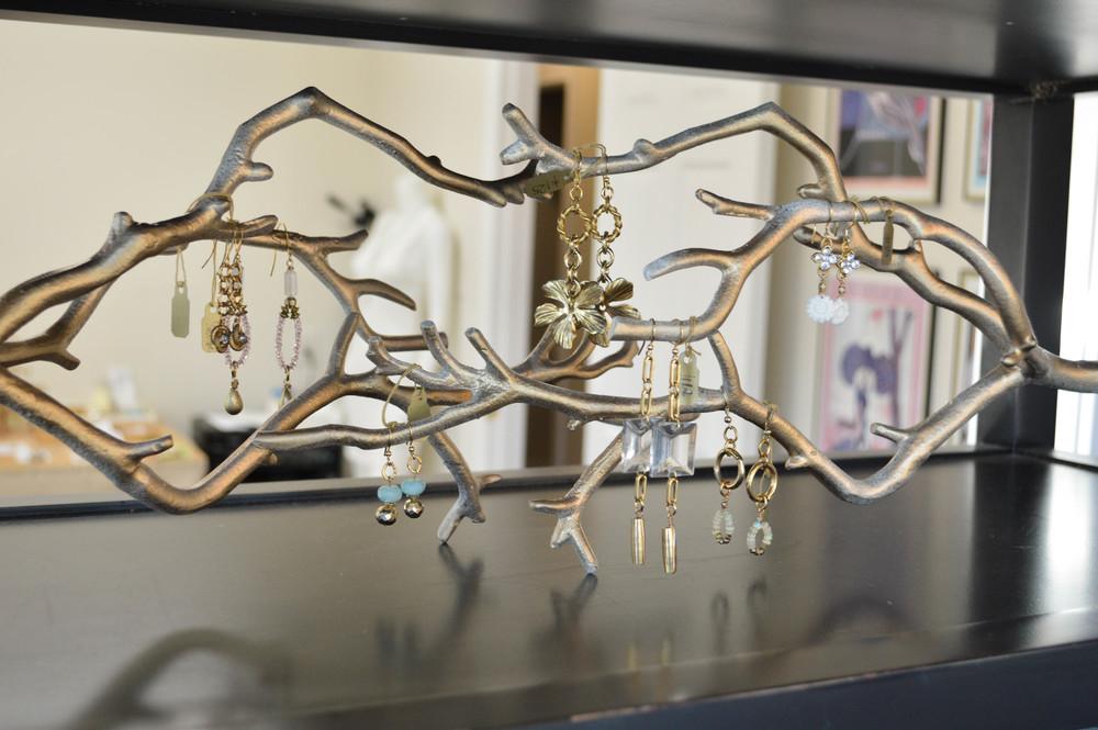 LaurenSchwaiger-Life-Style-Blog-Laura-James-Jewelry-Drop-Earrings.jpg