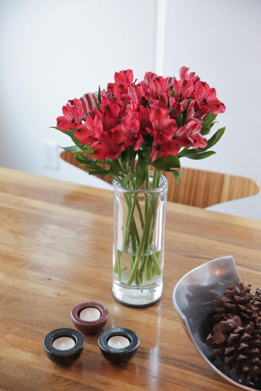 LaurenSchwaiger-Life-Style-Blog-Christmas-Eve-Flowers.jpg