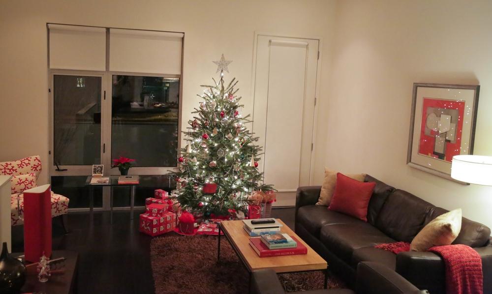 LaurenSchwaiger-Life-Style-Blog-Christmas-Eve-Home.jpg