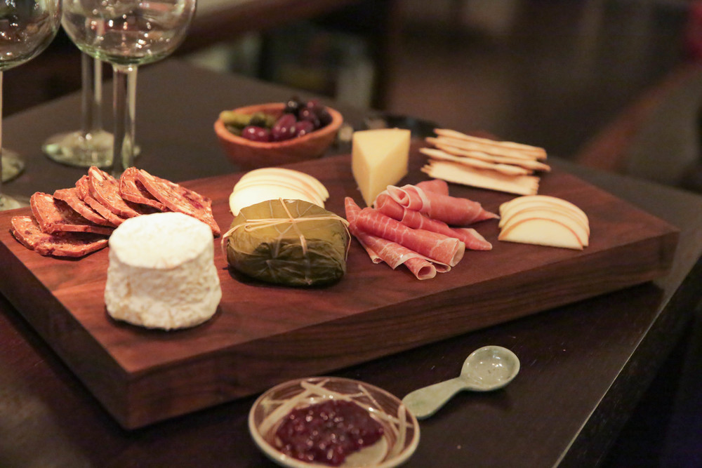 LaurenSchwaiger-life-Style-Blog-Cheese-Board-Christmas-Eve.jpg