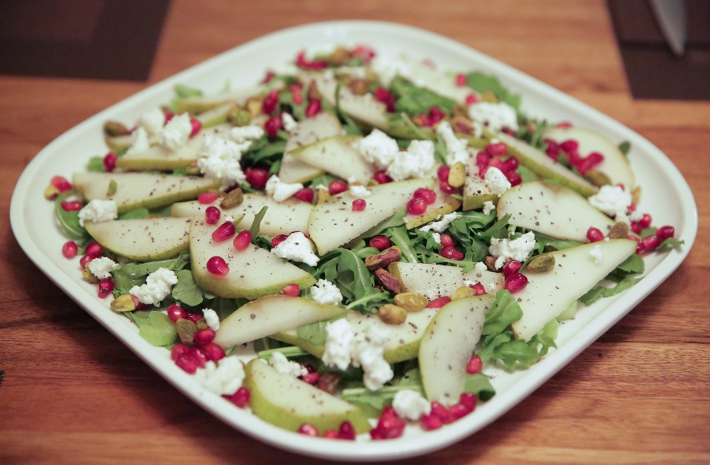 LaurenSchwaiger-Healthy-Life-Style-Blog-Pear-Pomegranate-Christmas-Salad.jpg