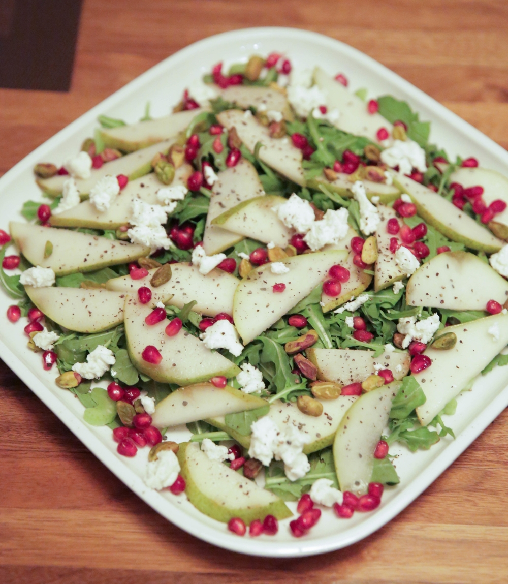 LaurenSchwaiger-Healthy-Life-Style-Blog-Pear-Pomegranate-Christmas-Salad.jpg