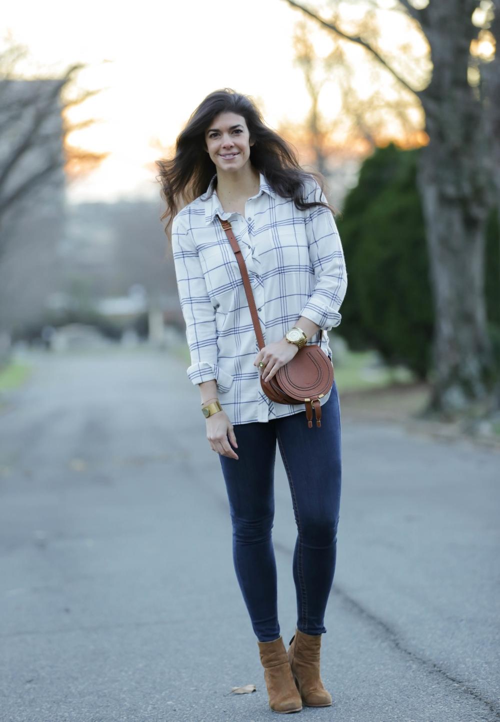 LaurenSchwaiger-life-style-blog-ootd-athleta-white-blue-button-down-flannel.jpg