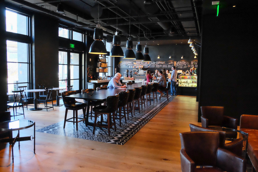 LaurenSchwaiger-Life-Style-Blog-Hotel-Van-Vandt-Cafe-605.jpg