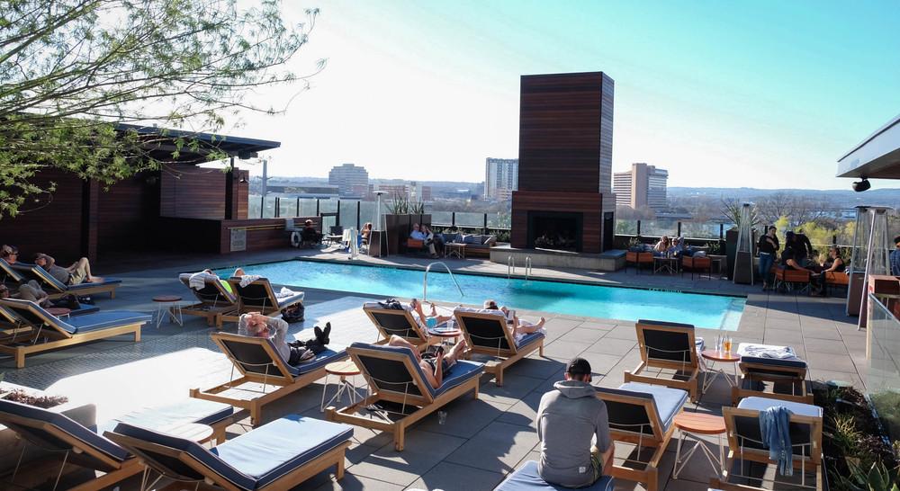 LaurenSchwaiger-life-Style-Blog-Hotel-Van-Zandt-Rooftop-Pool.jpg