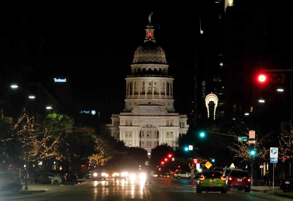 LaurenSchwaiger-Life-Style-Blog-Austin-TX-Capitol-Building.jpg