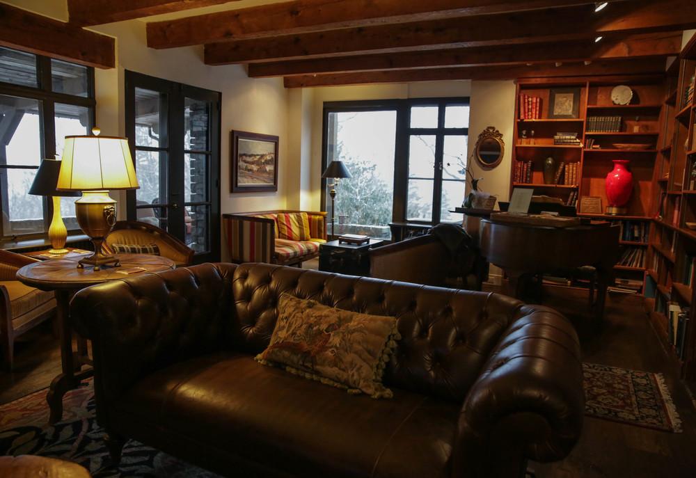 LaurenSchwaiger-Life-Style-Travel-Blog-Gideon-Ridge-Inn-Blowing-Rock-NC.jpg