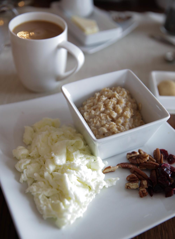 LaurenSchwaiger-Life-Travel-Blog-Gideon-Ridge-Inn-Breakfast.jpg