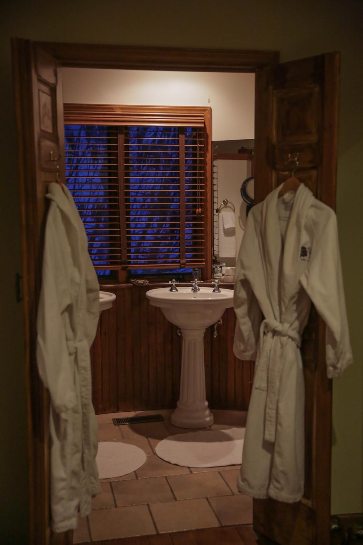 LaurenSchwaiger-Life-Style-Travel-Blog-Gideon-Ridge-Inn-Cedar-Cottage.jpg