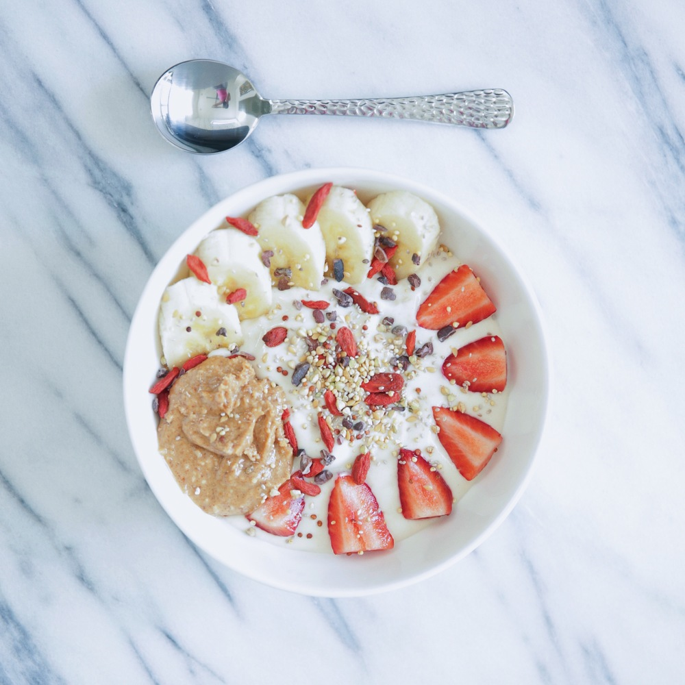 LaurenSchwaiger-Healthy-Life-Style-Blog-Superfood-Breakfast-Bowl.jpg