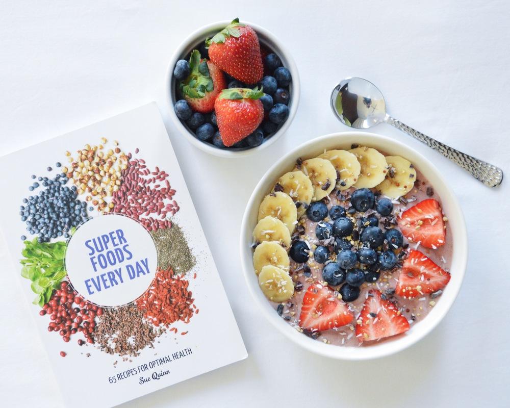 LaurenSchwaiger-Healthy-Life-Style-Blog-Superfoods-Smoothie-Bowl.jpg