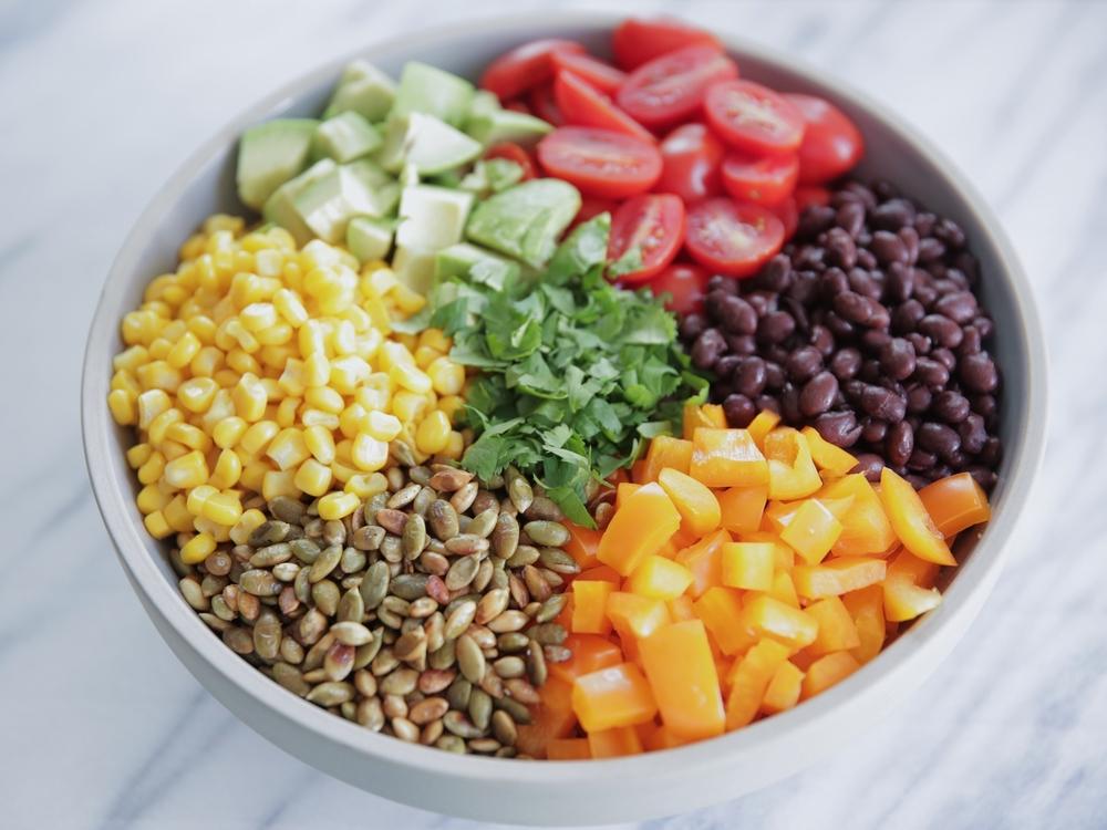 LaurenSchwaiger-Healthy-Life-Style-Blog-Mexican-Quinoa-Salad.jpg