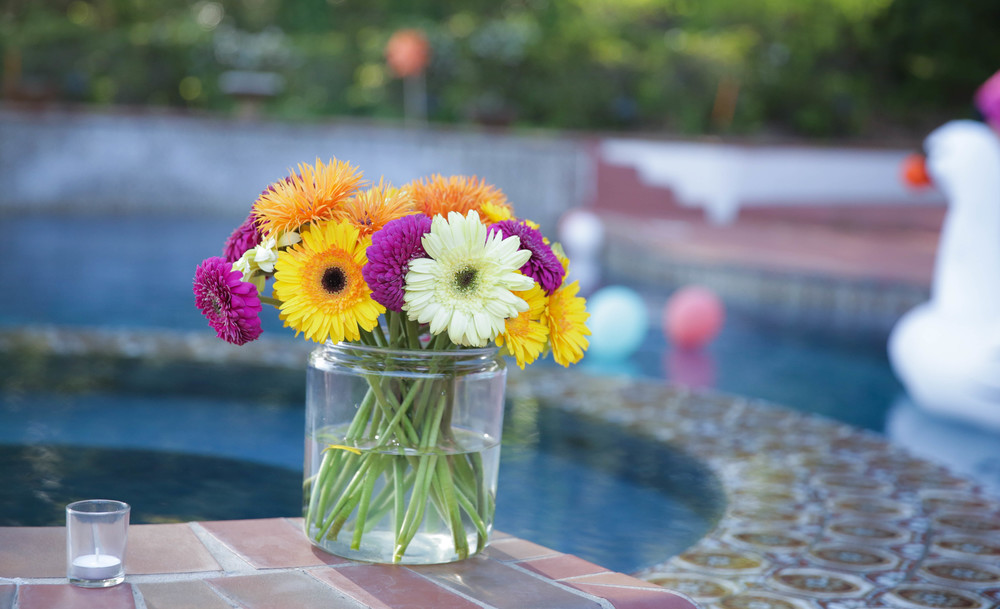 LaurenSchwaiger-Life-Style-Blog-Mexican-Fiesta-Bachelorette-Weekend-Flowers.jpg