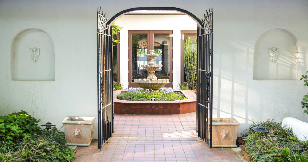 LaurenSchwaiger-Life-Style-Blog-Mexican-Modern-Home-Entrance.com