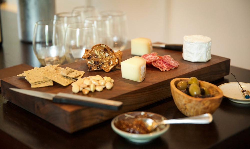 LaurenSchwaiger-Life-Style-Blog-Entertaining-Cheese-Board.jpg